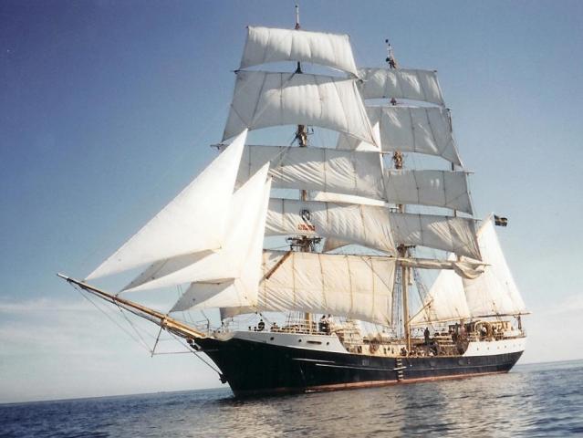 大西洋航游760天(80)拉美袖珍孤外岛 北欧仿古教学船