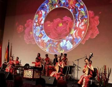 """来自西安的 """"丝绸之路""""主题民族音乐会现场演出"""